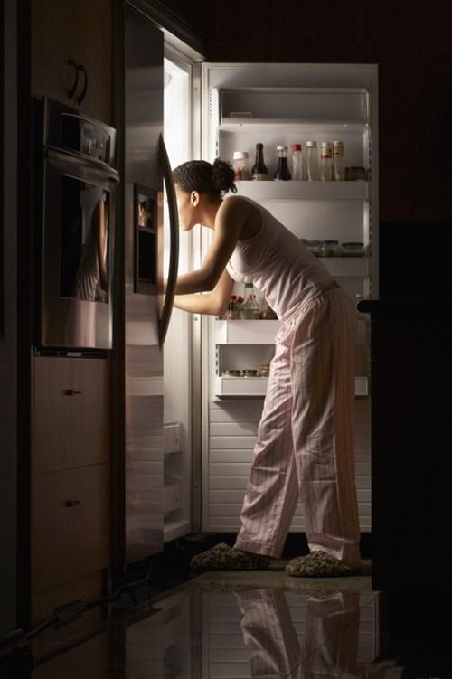 Tránh ngay 10 thói quen khi ngủ khiến bạn béo lên chỉ sau vài đêm