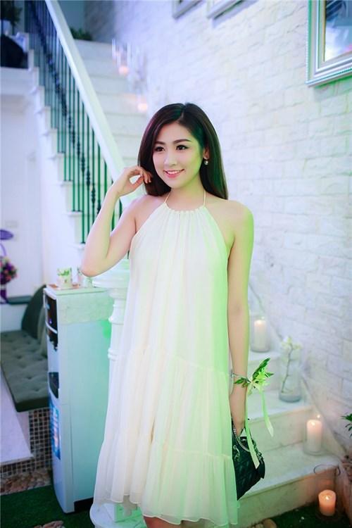Tú Anh, Ngọc Hân xinh như thiên thần áo trắng