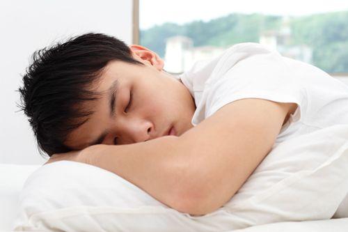 Tư thế ngủ ảnh hưởng đến khả năng tình dục nam giới