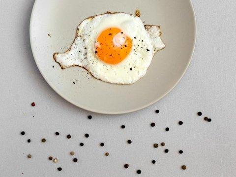 Vì sao nên ăn trứng với hạt tiêu