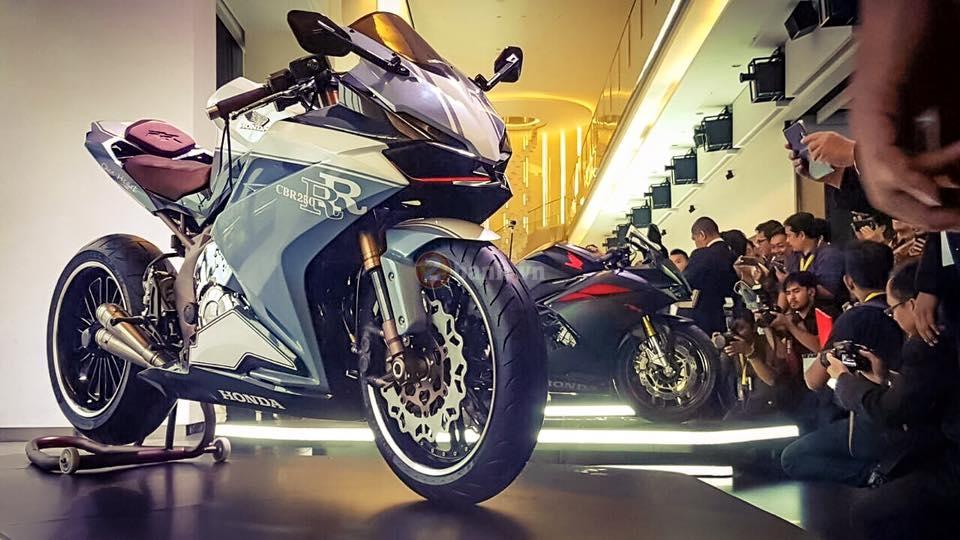 Chi tiết 2 bản độ chính hãng của Honda CBR250RR 2017