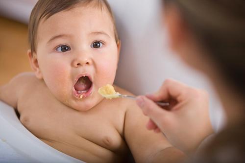 Chúng ta nên cho trẻ ăn dăm khi nào ?
