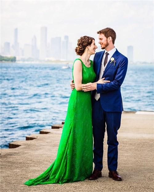 Đâu cần váy cưới truyền thống thì cô dâu mới đẹp xinh ...