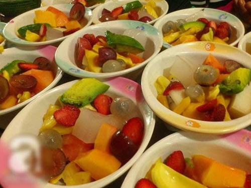 Giải nhiệt ngày hè 2017 với hoa quả dầm phố Tô Tịch