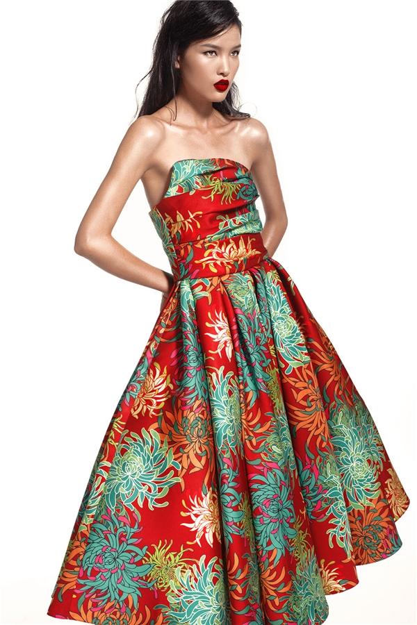 Hè về trên váy hoa cúc rực rỡ say đắm lòng người