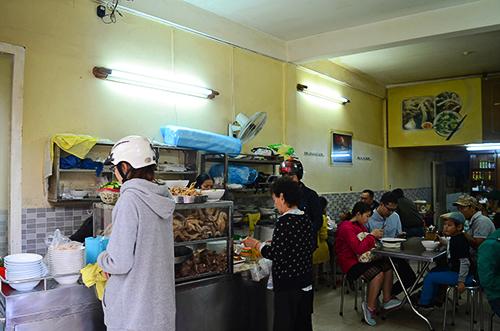 'Ngon nức lòng' khi ghé quán bánh ướt lòng gà 3 đời ở Đà Lạt