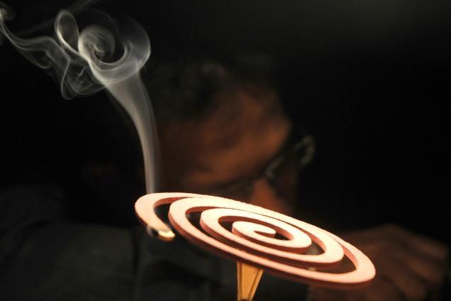 Nguy hiểm 1 vòng nhang muỗi tương đương 100 điếu thuốc lá ?