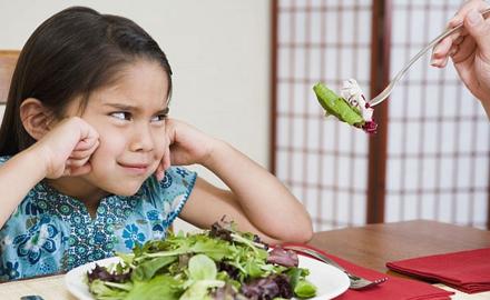 Những lý do không ngờ khiến trẻ biếng ăn