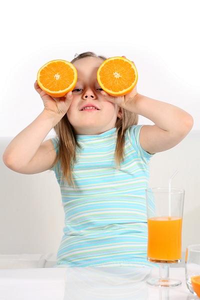 Sai lầm cha mẹ thường gặp khi bổ sung vitamin C cho bé