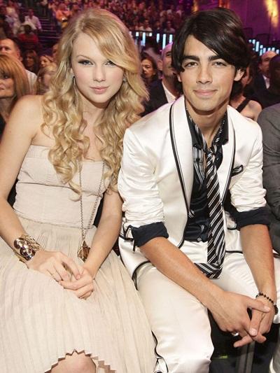 Thời trang Taylor Swift đổi mỗi khi thay người tình