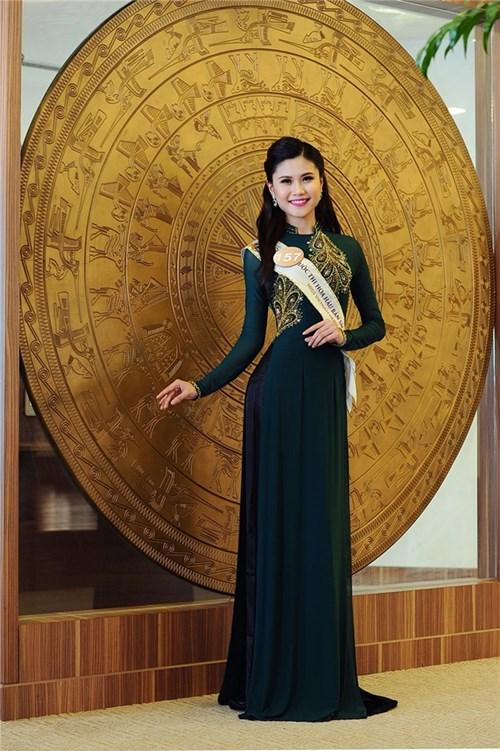 Xem lại thí sinh HH Bản Sắc Việt khoe dáng mềm mại với trang phục dạ hội