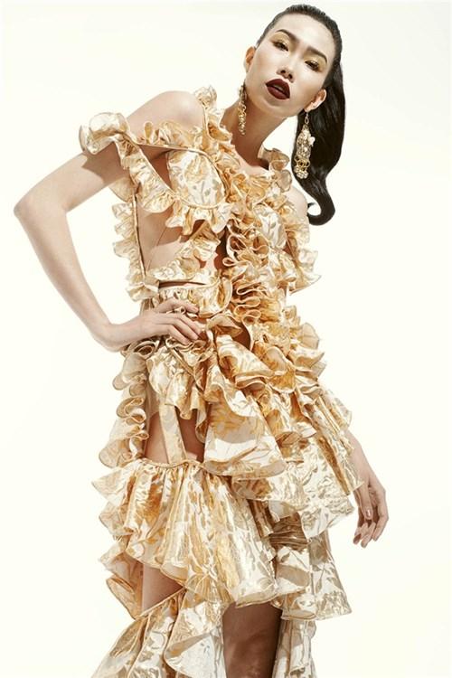 Sắc vàng ngọt ngào trên váy áo của Đỗ Mạnh Cường