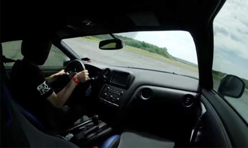 Siêu xe 2.000 mã lực mất lái khi phóng 350 km/h