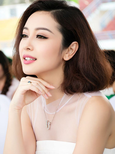 Trang điểm xinh xắn với viền mắt mèo như Mai Phương Thúy và Jennifer Phạm