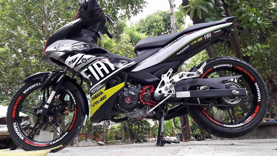 Hình ảnh Exciter 150 độ gọn nhẹ với dán áo FIAT