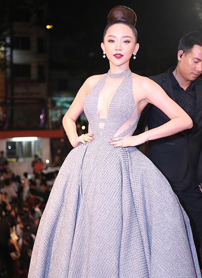 Sao Việt khoe dáng khi diện váy cắt khoét, ôm sát