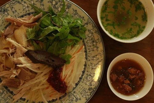 Thưởng thức cơm gà Hội An chuẩn vị ở Sài Gòn