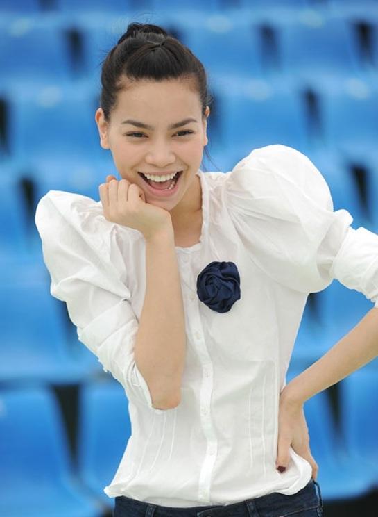 Áo sơ mi nữ tay bồng đẹp phong cách như sao Việt