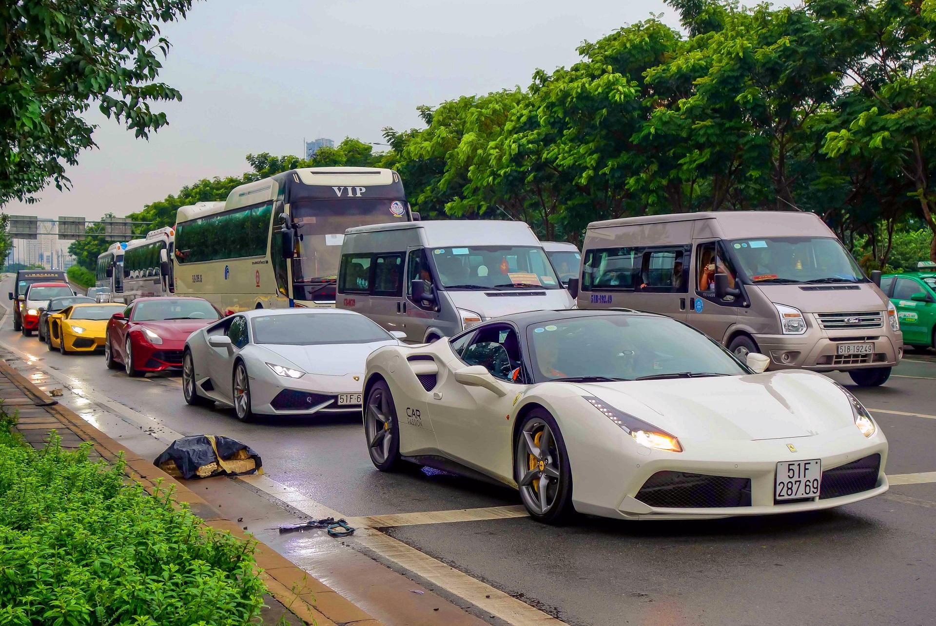 Cường Đô La trở lại với bộ sưu tập siêu xe trăm tỷ