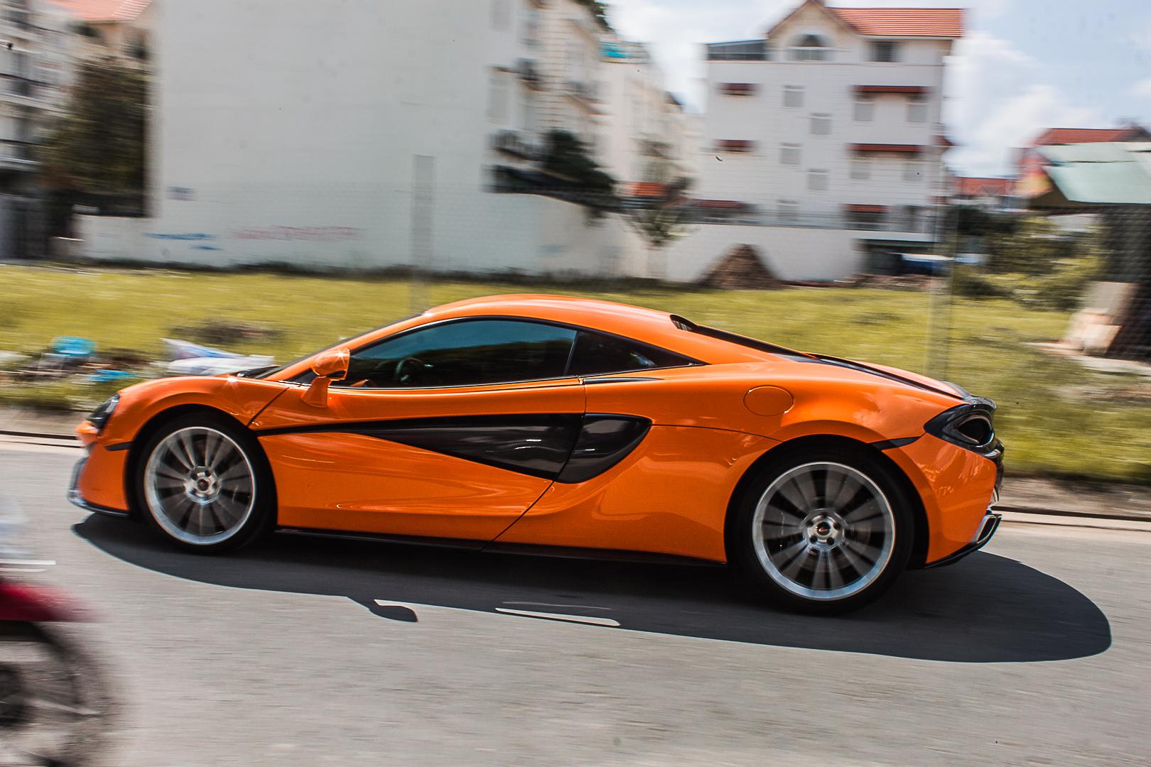 Ngắm siêu xe McLaren 570S màu cam thứ 2 tại Việt Nam