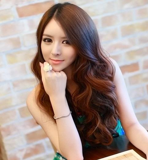 Những kiểu tóc xoăn dài đẹp quyến rũ cho bạn gái