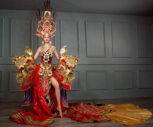 Váy dự thi hoa hậu được gọi là quốc phục