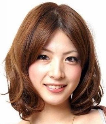 Kiểu tóc ngắn uốn xoăn cho cô nàng trẻ trung quyến rũ