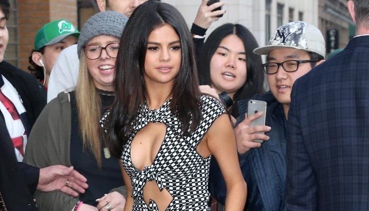 Selena Gomez gợi cảm với váy cut-out táo bạo xuất hiện trên đường phố New York