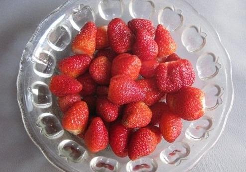 Cách làm mứt dâu tây mật ong thơm ngon đón Tết