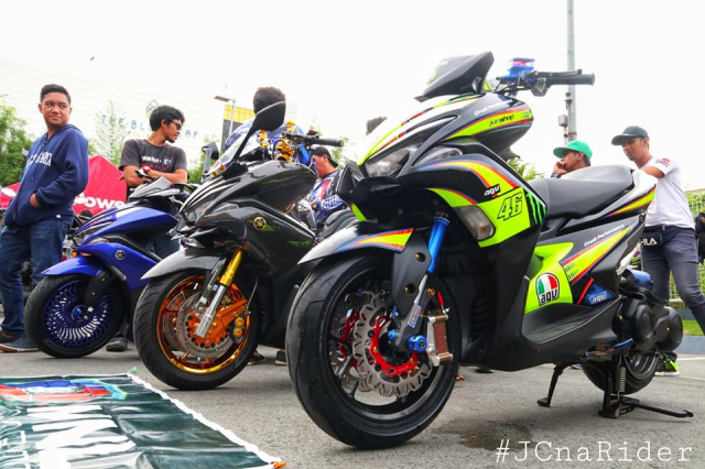 Cặp đôi NVX 155 độ như siêu xe mô tô