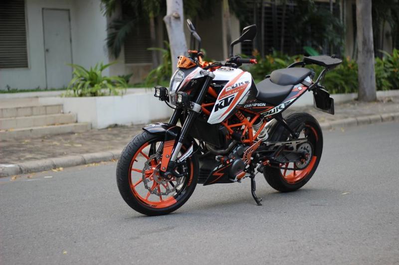 KTM 390 DUKE ABS độ Pô Akrapovic titanium cùng hàng tá phụ kiện