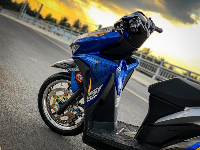 Vario độ của biker yêu nước với biểu tượng Trống Đồng cá tính