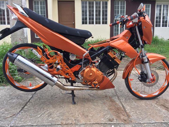 Raider 150 cơn lốc màu da cam của biker nước ngoài