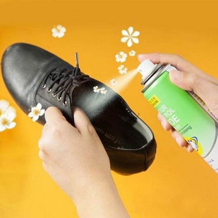 Có nên xịt khử mùi giày không? Loại nào tốt