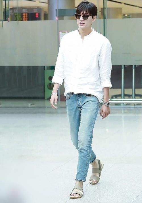 Áo sơ mi trắng nam mặc với quần gì để độc đáo nhất?