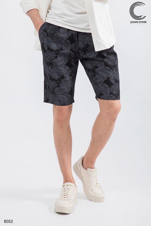 Áo thun nam mặc với quần gì cá tính