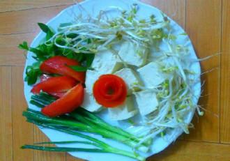 Nấu canh đậu hũ giá đỗ cho người bận rộn