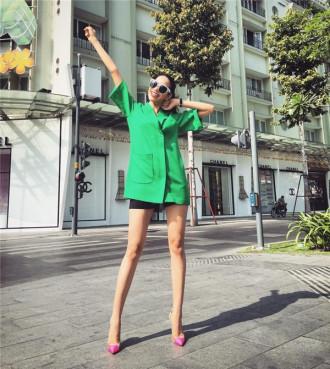 Ngắm street style của Phạm Hương và Kỳ Duyên