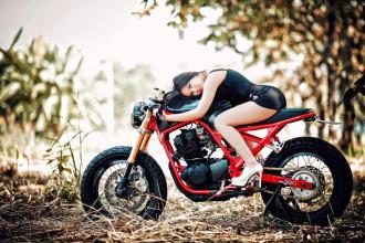 Ngắm Yamaha SRX 250 độ Cafe racer cực chất khoe dáng cùng mẫu Việt
