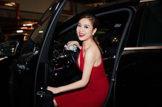 """Hoàng Thùy Linh váy đỏ sexy, """"kẹp""""chặt Vĩnh Thụy"""