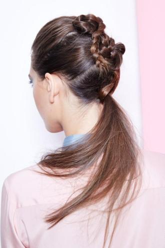 Hướng dẫn làm kiểu tóc đuôi ngựa cho cô nàng sành điệu