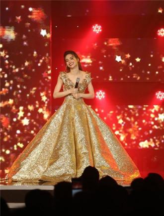 Ngắm 4 bộ váy khoảng nửa tỷ trong đêm nhạc Hà Hồ