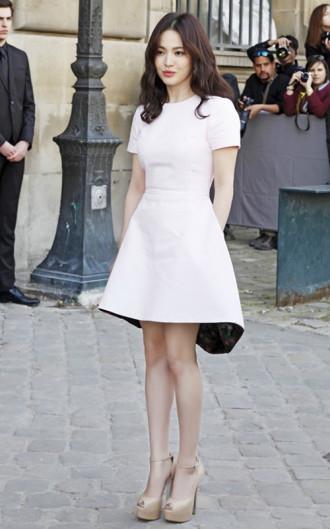Váy đầm đơn sắc quyến rũ sang trọng công sở