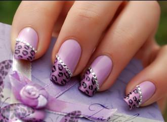 11 mẫu nail đính đá sang trọng cho quý cô