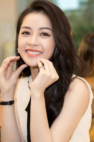 Chi Pu, Angela Phương Trinh dịu dàng với cách trang điểm trong suốt