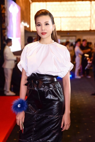 Chiếc váy gây tranh cãi của Thanh Hằng