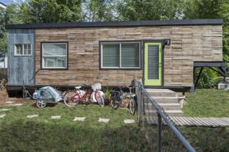 Gia đình bốn người sống thoải mái trong nhà 18 m2