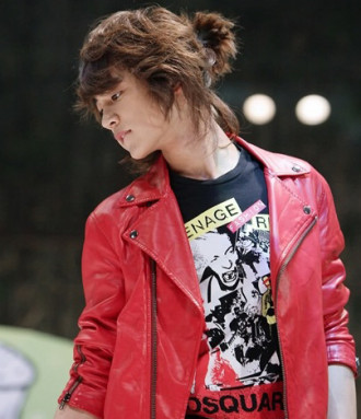 Lãng tử với tóc búi nam kiểu Hàn Quốc phá cách
