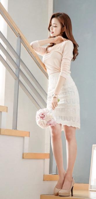 Nàng công sở xinh xắn hơn với chân váy ren Hàn Quốc