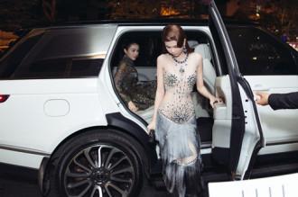 Ngọc Trinh khoe eo thon với váy xuyên thấu tại sự kiện